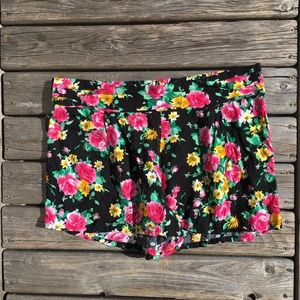 💥5/$25 L.A. Hearts Pleated Floral Print Shorts